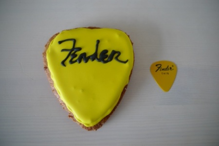 Plectrum biscuit and plectrum
